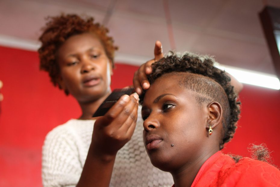 Felistas is the third born in a family of six. She was raised by a single mother in Machakos' Mgini slums. Now she runs her own hair salon. | fungaifoto